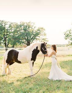 Oklahoma bridals with a horse #wedding #bridal