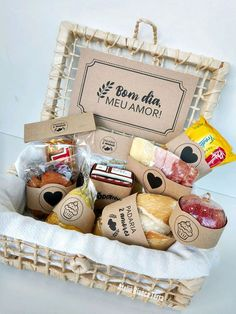 Homemade Gift Baskets, Homemade Gifts, Diy Gifts, Bff Birthday Gift, Birthday Box, Breakfast Basket, Cheese Brands, Dessert Boxes, Gift Box Design