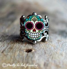 Dia de los Muertos Sugar Skull and Daisies Adjustable Silver Finish Ring door PrettyInInkJewelry op Etsy https://www.etsy.com/nl/listing/122514155/dia-de-los-muertos-sugar-skull-and