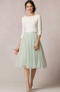 Jupon en tulle : Modest Fashion doesnt mean frumpy! Fashion Tips (and a free eBook) here: eepurl Cute Skirt Outfits, Cute Skirts, Pretty Outfits, Modest Dresses, Modest Outfits, Modest Fashion, Romantic Fashion, Modest Clothing, Women's Clothing
