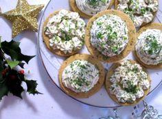 Świąteczne tartinki z łososiem - Kasia gotuje z Polki.pl