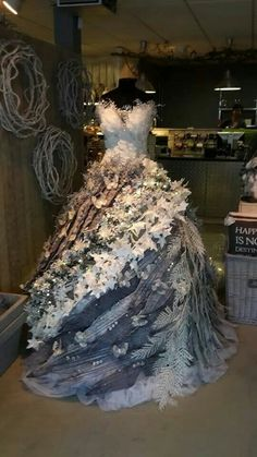 2019 Dress Form Chrismas Tree Decoration Ideas - Page 6 of 7 - Vida Joven Mannequin Christmas Tree, Dress Form Christmas Tree, Best Christmas Tree Decorations, Natural Christmas Tree, Beautiful Christmas Trees, Holiday Tree, Christmas Crafts, Christmas Fashion, Xmas