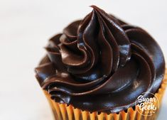 This chocolate ganache recipe is so easy. Pour hot cream over chocolate and whisk to make glaze, frosting or drips! Ganache is a chocolate dessert staple! Chocolate Ganache Frosting, Chocolate Glaze, Chocolate Desserts, Melting Chocolate, White Chocolate, Chocolate Fudge, Cake Frosting Recipe, Ganache Recipe, Frosting Recipes