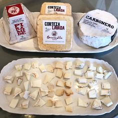 Una imagen vale más que mil palabras... ven a probar estos quesos de autor #queso #cabra #piramide #carbonero #cortezalavada #zarzadegranadilla #quesosdegranadilla