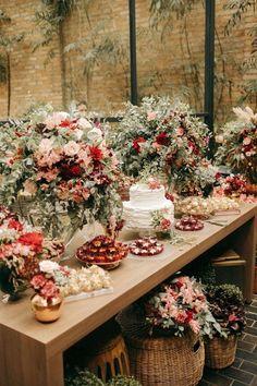 Romantic Wedding Receptions, Wedding Cake Rustic, Unique Wedding Cakes, Romantic Weddings, Chic Wedding, Wedding Tables, Vintage Weddings, Wedding Trends, Party Decoration
