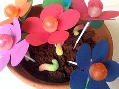 Gateau avec mousse au chocolat en pot