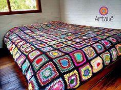 Maravilhosa demais!!!!! Vc encontra na @artauebrasil  #decoration #decoracaodeinteriores #colors #crochet #colcha #instadecor #square #decoracao #quarto #coisasdavovo