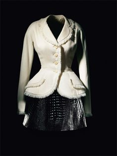 Esprit Dior / Exhibitions / The House of Dior / Dior official website