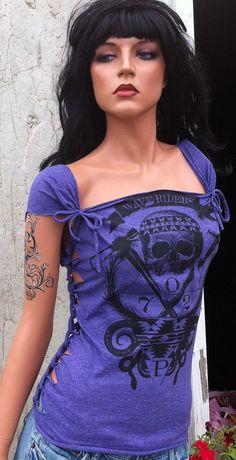 Purple Beach Skull Shredded Shirt by TShreds on Etsy Diy Cut Shirts, T Shirt Diy, Diy Clothing, Sewing Clothes, Shredded Shirt, Cut Up T Shirt, Shirt Refashion, Clothes Refashion, Altering Clothes