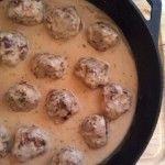 Sweedish Meatballs - Made these the other night..O.M.G....YUM!!                 http://www.whitelightsonwednesday.com/2011/10/swedish-meatballs/