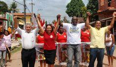 Eliziane Gama assina carta de compromisso com servidores municipais