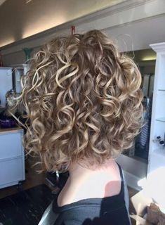 Stylish Short Haircuts for Curly Wavy Hair - Hair Styles Short Curly Hairstyles For Women, Curly Bob Hairstyles, Short Hair Cuts, Cool Hairstyles, Hairstyle Ideas, Hairstyles Pictures, Hair Ideas, Permed Short Hair, Hairstyles 2018