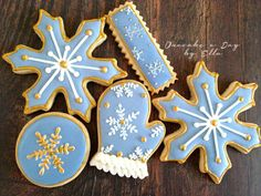 Gold accent Christmas cookies
