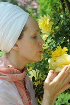 Hari Narayan Noth is among the best yoga teachers who has been teaching Kundalini yoga for over 9 years to all levels. She also offers aromatherapy, raindrop technique treatment, and more.