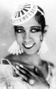 """One cannot discuss Paris during the 1920's without including the singer and erotic dancer Josephine Baker.  """"La Baker"""" was an African American, probably of mixed race, who left America for Paris after encountering racism and censorship.  By comparison, the jazz age in Paris was exotic, sensual and inviting for African American entertainers. Hemingway, Gertrude Stein and Picasso were all fans of Josephine Baker. Josephine Baker, Harlem Renaissance, Man Ray, Jazz Age, Scott Fitzgerald, Flocking, 1920s, The Twenties, Erotic"""