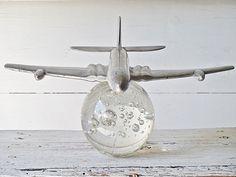 Altes Flugzeugmodell  Nachbildung einer Dl Havilland HH 106 Comet aus den 50er/60er Jahren, einst als Assecciores für ein Reisebüro tätig. Ein ganz besonderes Stück mit viel Charme aus alten...