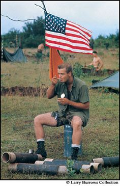 Eating C rations, October 1966. Photographer Larry Burrows.