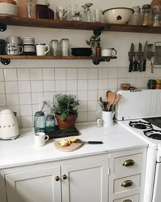 This cozy southern eclectic Nashville home is filled with unique items found in . - This cozy southern eclectic Nashville home is filled with unique items found in antique stores, fle - Eclectic Kitchen, Eclectic Decor, Scandinavian Kitchen, Eclectic Style, Kitchen Dining, Kitchen Decor, Kitchen Cabinets, Kitchen Ideas, Room Kitchen