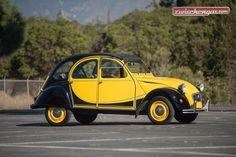 Citroën 2 CV 6 (1974): http://www.zwischengas.com/de/FT/diverses/RM-Sotheby-s-Arizona-2016-Kontinuitaet-auf-hohem-Niveau.html?utm_content=buffer77a0b&utm_medium=social&utm_source=pinterest.com&utm_campaign=buffer  Foto © Darin Schnabel ©2015 Courtesy of RM Sothebys