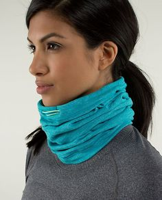 Have: Brisk Run Neck Warmer colour: mini check pique surge heathered surge Yoga Fashion, Fitness Fashion, Running Workouts, Running Gear, Winter Running, Fashion Looks, Running Inspiration, Athletic Outfits, Sport Outfits