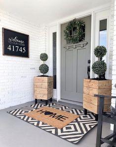 Home Interior, Interior Design, Front Door Decor, Front Door Planters, Fromt Porch Decor, Above Door Decor, Porch Decorating, Decorating Ideas, Home Projects