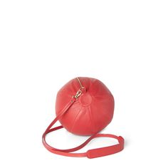 BEA BÜHLER / BALLOON BAG / Made in France. Key feature: elegantly roomy, worn on or across the shoulder with leather strap or interchangeable chain (optional) / Dimensions: circumference 68 cm diameter 21 cm / Material: softest lamb leather, lining cotton, chain gold plated (optional)