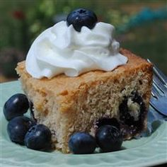 This crowd-pleasing blueberry cake is quick and easy to prepare and a great way to use summer blueberries. Dog Recipes, Best Dessert Recipes, Fun Desserts, Cake Recipes, Recipies, Fourth Of July Cakes, Blueberry Cake, Blueberry Recipes, Cool Birthday Cakes