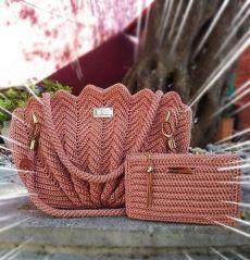 Crochet ideas that you'll love Free Crochet Bag, Crochet Pouch, Crochet Stitches, Crotchet Bags, Knitted Bags, Knit Bag, Diy Bags Purses, Diy Purse, Crochet Handbags