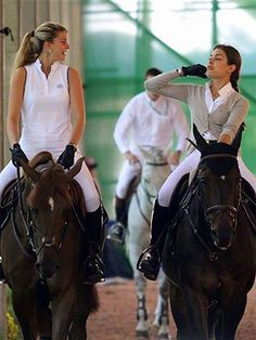 Greek heiress Athina Onassis and Monaco royalty Charlotte Casiraghi are riding friends, naturally! Equestrian Chic, Equestrian Outfits, Grace Kelly, Charlotte Casiraghi Style, Foto Cowgirl, Horse Girl Photography, Year Of The Horse, Monaco Royal Family, Cow Girl