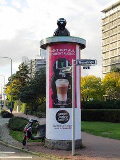 #Special Ad für Nestlé . Ganzsäulen-Aufsatz in Form einer Dolce Gusto Kaffeemaschine, Frankfurt a.M., 2013