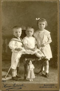 Cabinet card, around 1905-1910 Photographer: Hauser Tetvérek (Hauser Brothers)…