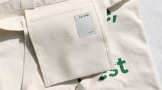 크기   가로 20 / 세로 20 / 끈 길이 20 / 끈 폭 3 / 안주머니 O 소재   Cotton 100% Sewing Pockets, Printed Bags, Cotton Bag, Leather Pouch, Cloth Bags, Fashion Books, Fashion Details, Canvas Tote Bags, Purses And Bags