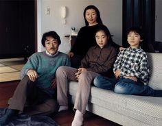 A família Okutsu de Yamaguchi, Japão.  The Okutsu family, Yamaguchi, Japan.  © Thomas Struth 1996