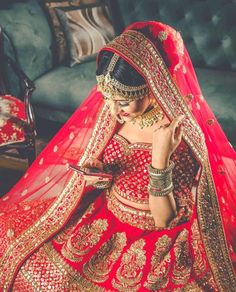 Indian Bride Photography Poses, Indian Bride Poses, Indian Wedding Poses, Indian Bridal Photos, Wedding Couple Poses Photography, Indian Bridal Outfits, Bridal Photography, Bridal Portrait Poses, Bridal Poses