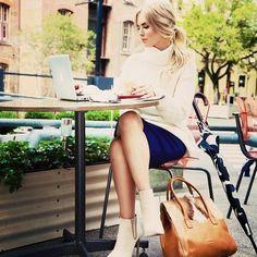 Work lunch, beautiful fashion blogger Sarah-Jane Young @sheis_sarahjane #minskatviking #minskatcopenhagen #italianleather #danishfashion #workwear #workbag #fashion #fashionista #blogger #lunch #spring #tan #instastyle #instalove #happy #danishdesign #bag #handbag #leatheraccessories