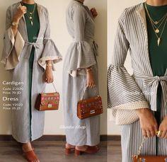Motif salur 2 dimensi . Abaya Fashion, Muslim Fashion, Modest Fashion, Royal Fashion, Girl Fashion, Fashion Dresses, Fashion Design, Hijab Gown, Hijab Outfit