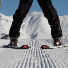 Learn how to ski with beginner ski lessons from ski school app for your ski holiday. Instruction, tips, tutorials from Darren Turner to help your skiing