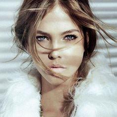 Hungarian supermodel Barbara Palvin iPad wallpapers 1024x1024 (24)