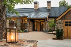 Open this pin to see more photos. I like the combination of metal roof, stone, and cement board. Inspired by the metal roof and rustic wooden garage door. Mountain Home Exterior, Modern Mountain Home, Rustic Houses Exterior, Modern Farmhouse Exterior, Style At Home, Modern Roofing, Modern Rustic Homes, House Roof, Metal Roof Houses