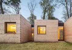 丘の上に並ぶ、6つの小さな小屋。身を寄せ合って並んでいるようなこの小屋たちは、実は中心部分でくっついています。6つのパーツが合体して、ひとつの家族の住まいとなっているのです。 「Casa GG」と名づ