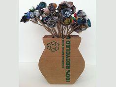 Cómo hacer un florero de cartón reciclado