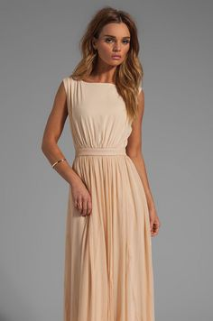 Today's style inspiration has the sweetest wedding guest dresses for the summer. There are so many ways you can go when choosing your perfect outfit for the hottest wedding of the summer! Whether you go for a bold but sexy printed dress or a classic solid-colored one, you're sure to slay the fashion game. There are […]