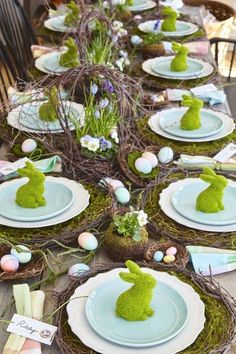 26 Gorgeous Easter Tablescapes To Try Looking for a new color palette to try this year? Check out this post: 26 Gorgeous Easter Tablescapes To Try by thetarnishedjewel…. Easter Table Settings, Easter Table Decorations, Easter Centerpiece, Thanksgiving Decorations, Holiday Decorations, Setting Table, Christmas Tablescapes, Easter Tree, Easter Wreaths
