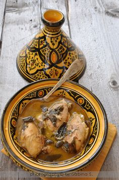 Pollo alla salvia in tajine Gourmet Recipes, Sweet Recipes, Healthy Recipes, Tagine Recipes, Omelette, International Recipes, Creative Food, Food Print, Salvia