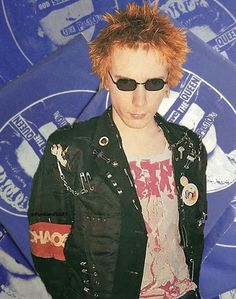 ImageFind images and videos about punk, sex pistols and johnny rotten on We Heart It - the app to get lost in what you love. Johnny Thunders, Johnny Rotten, 70s Punk, Bitch, Heavy Metal Music, The New Wave, Skinhead, Rock Style, Cool Cats