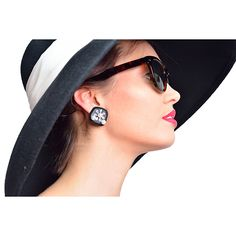 Audrey Hepburn-the Breakfast at Tiffany's Costume Black Earrings & Cat-eyed Tortoiseshell Sunglasses Accessories Set #iamanaudrey #audrey #hepburn #costume #romanholiday #breakfastattiffanys #audreyhepburn #collection #breakfast #at #tiffanys #sleep #eye #mask #black #dress #tassel #earings #halloween #girls #woman  #outfit #cute #classic #pearl #tiara #necklace #jewelery #earplugs #holly #golightly #sleepmask #girl #women #gift #movie #outfit #deguisement #actresses #actress #costumedress