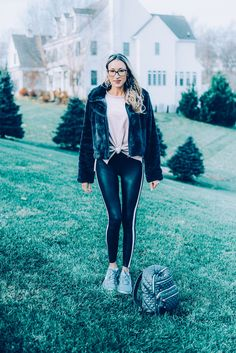 8 Casual Outfits with Leggings - Instinctively en Vogue #fashion