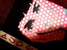 """Tribute to Audrey Hepburn - Sabrina -  20x20cm -  Soggetto realizzato con stencil fatto a mano, colori acrilici spray, strass di resina, carta di riso voile, lettere adesive """"puffy"""" (colorate con spray acrilico) su tela. -  Handmade stencil with spray acrylic colours, resin strass, voile rice paper, alphabet puffy stickers (coloured with spray acrylic colours) on canvas. -  Per informazioni e prezzi: manualedelrisveglio@gmail.com"""