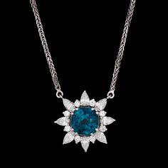 HÄNGSMYCKE, blå fasettslipad zirkon med dropp- och briljantslipade diamanter, tot. ca 0.90 ct.  18k vitguld. L. 44 cm.