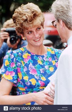 July, Princess Diana visiting the Lighthouse Project for AIDS Victims in London Royalty Charity Visit. Real Princess, Princess Of Wales, Diana Fashion, Perfect Wife, Diane, Lady Diana Spencer, Iconic Characters, Dressed To Kill, Prince Charles